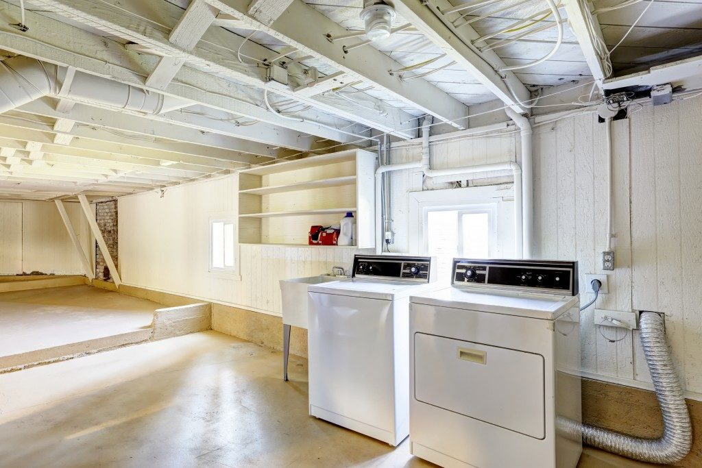 Spacious empty basement with laundry machine in american house