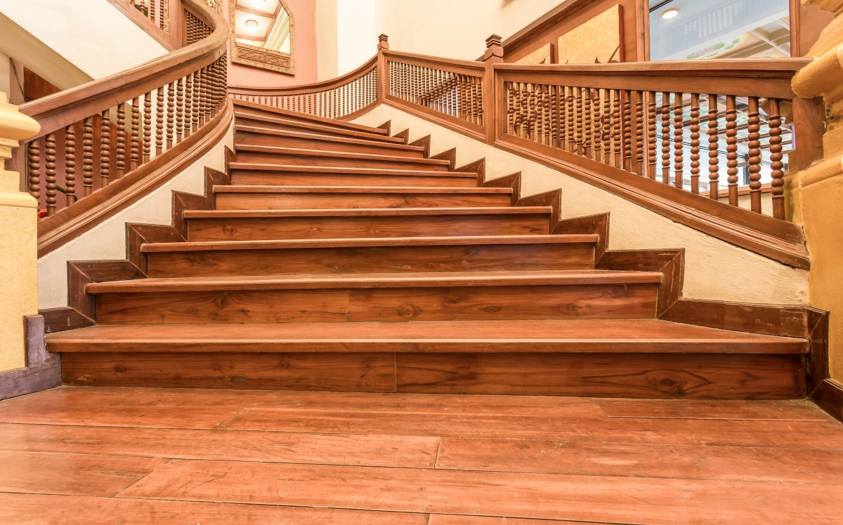 An Ultimate Guide for Choosing the Perfect Designer Staircase